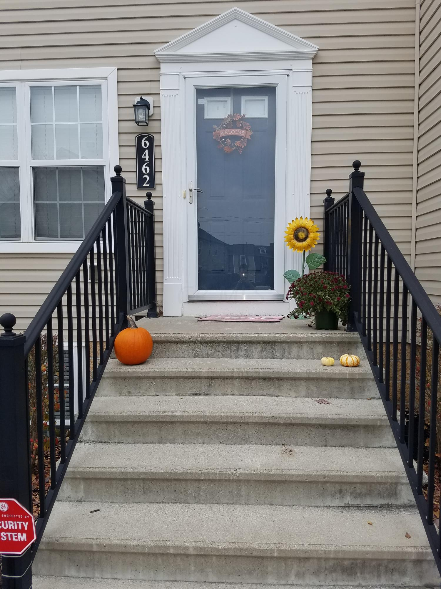 Photo of home for sale at 6462 Ash Rock Circle, Westerville OH