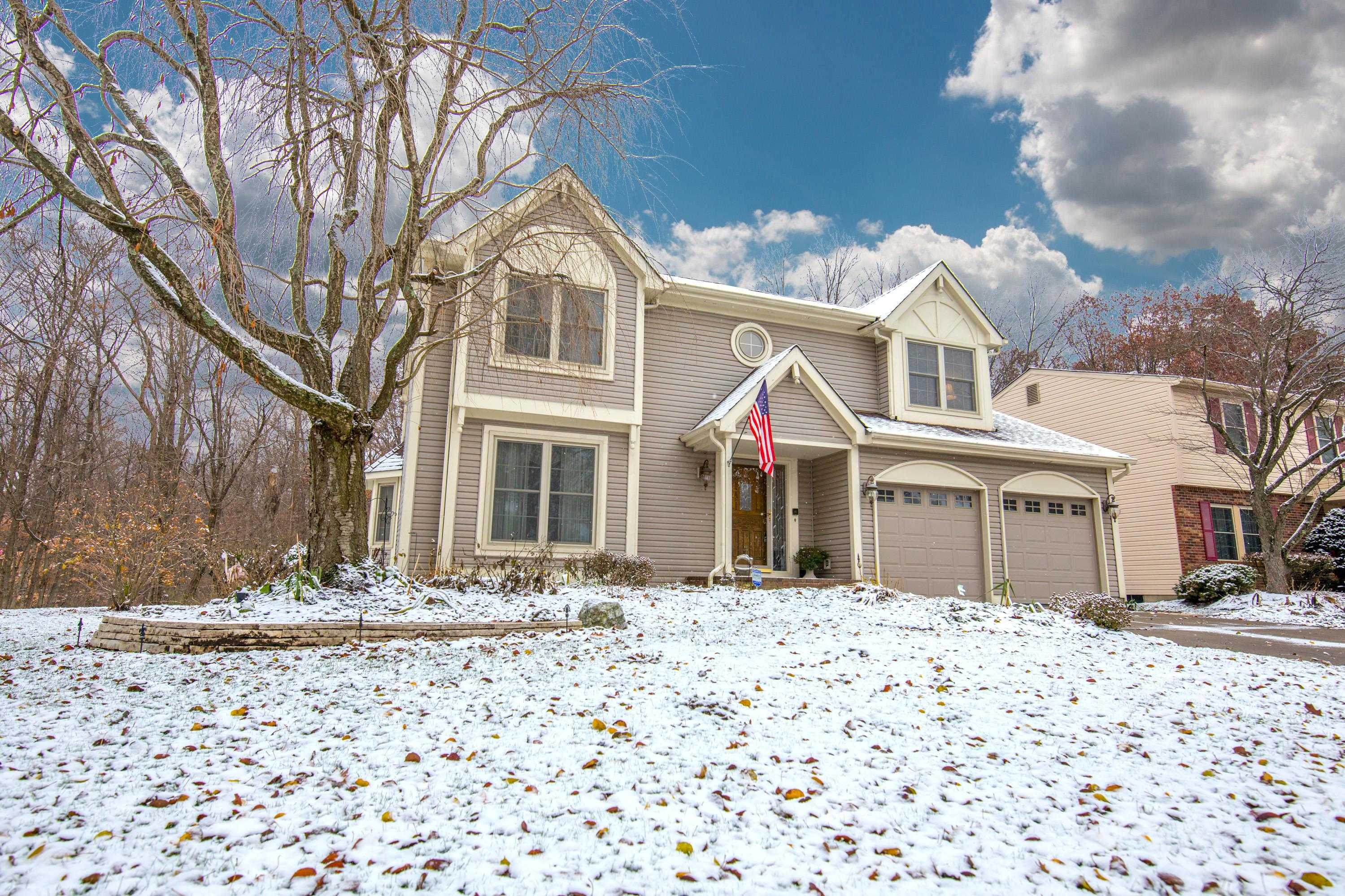 Photo of home for sale at 523 Meadow View Drive, Powell OH