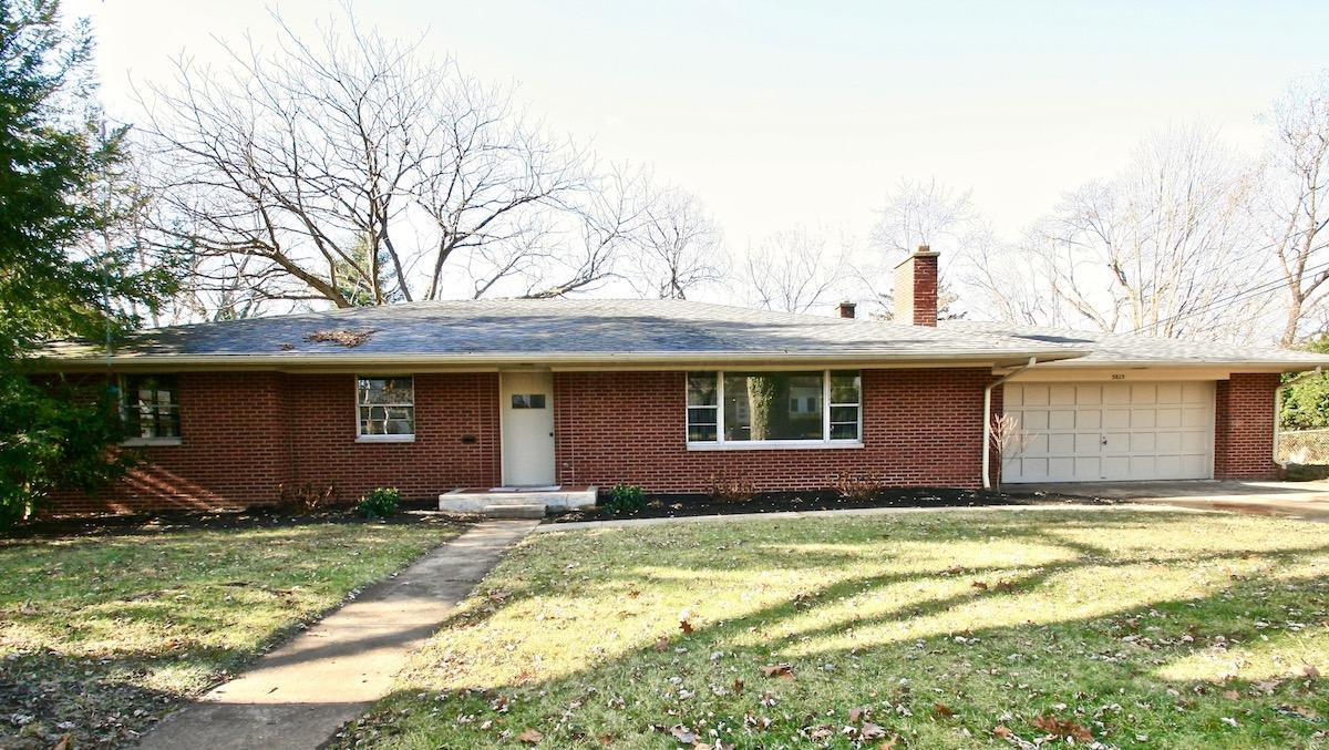 Photo of home for sale at 5815 Carrington Court, Worthington OH