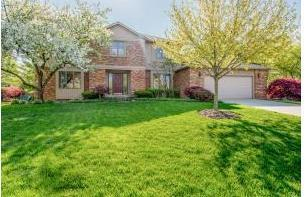 Photo of home for sale at 4680 Burbank Drive, Upper Arlington OH