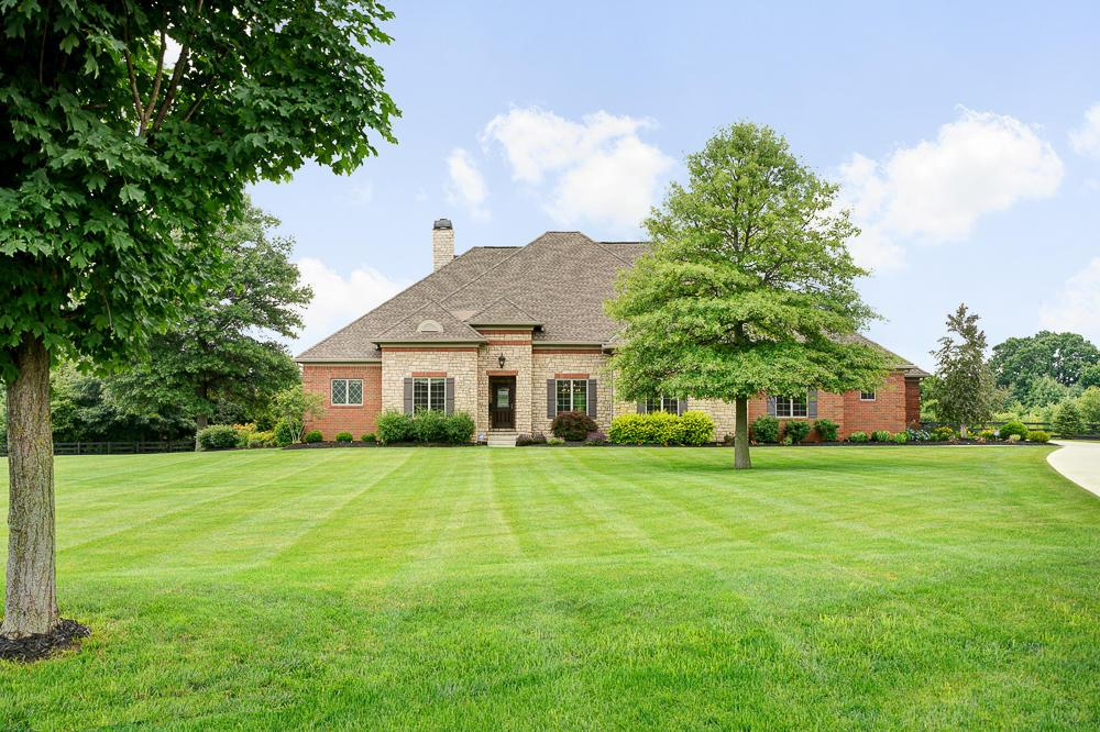 Photo of home for sale at 124 Fitzwilliam Road, Johnstown OH