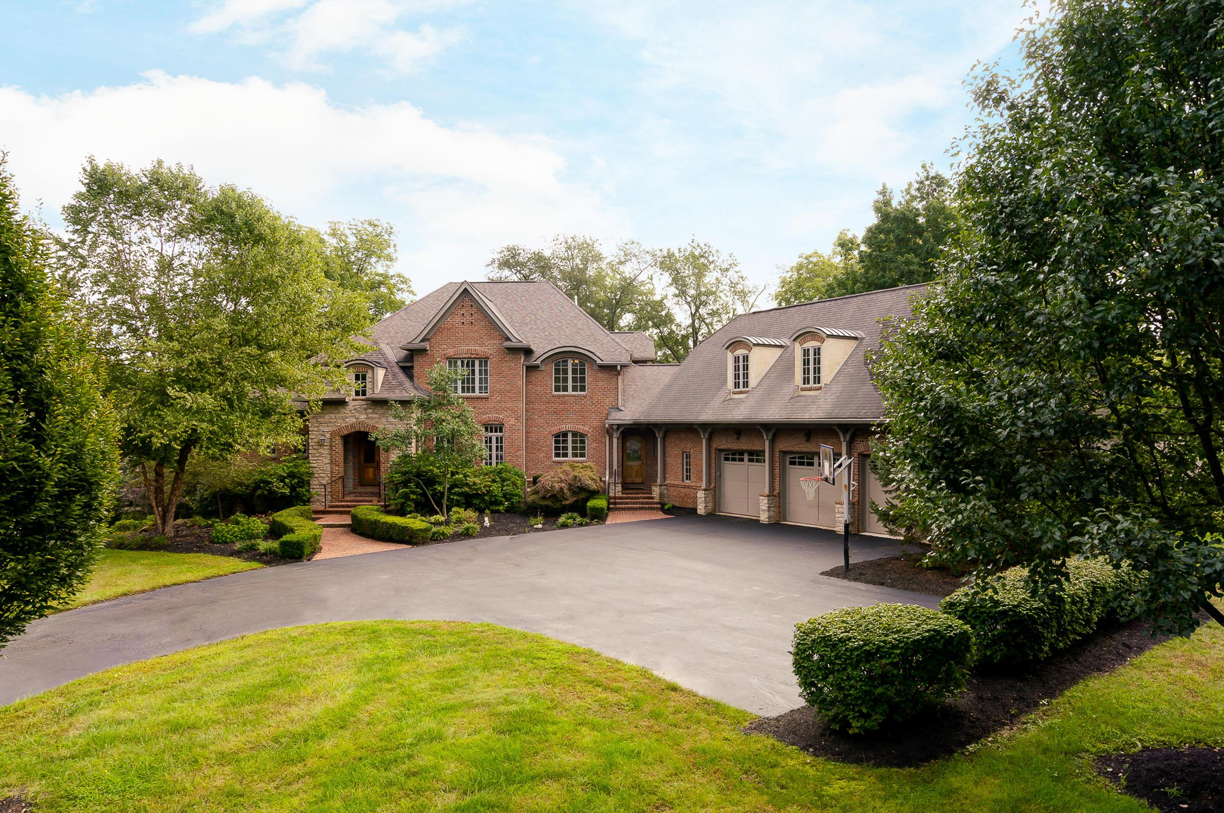 Photo of home for sale at 7590 Bellaire Avenue, Dublin OH