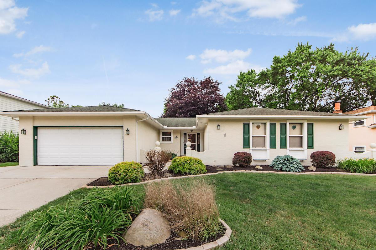 Photo of 549 LANDOVER Place, Gahanna, OH 43230