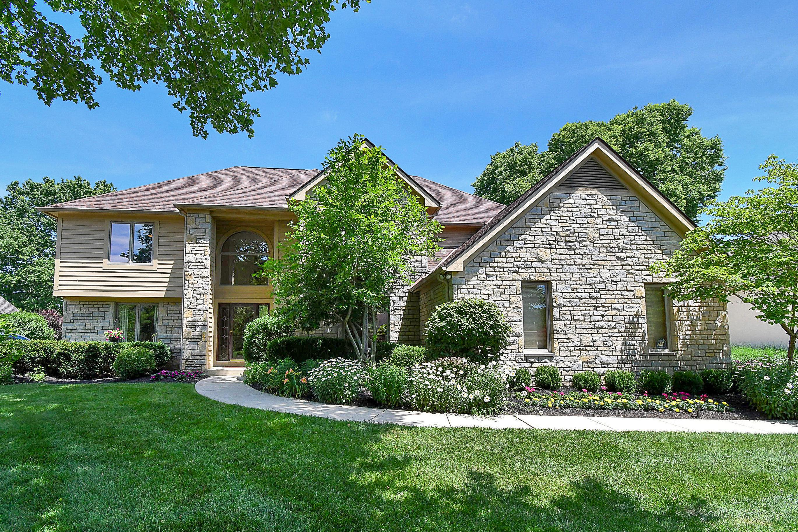 Photo of 648 Crossing Creek S, Gahanna, OH 43230