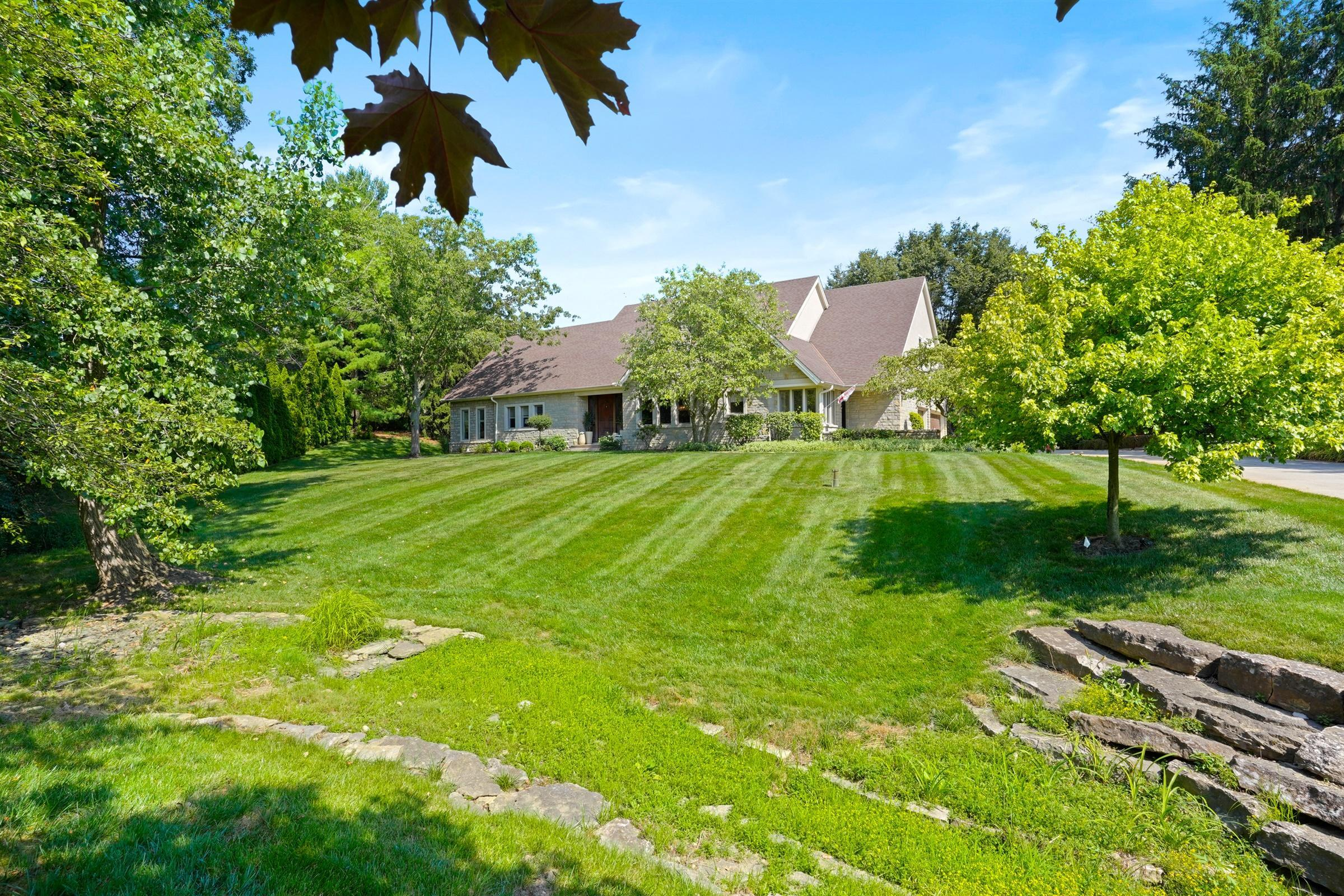Photo of 1480 Abbotsford Green Drive, Powell, OH 43065