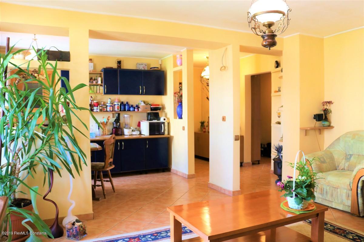 Vanzare Apartament 4 camere - Inel 1, Constanta