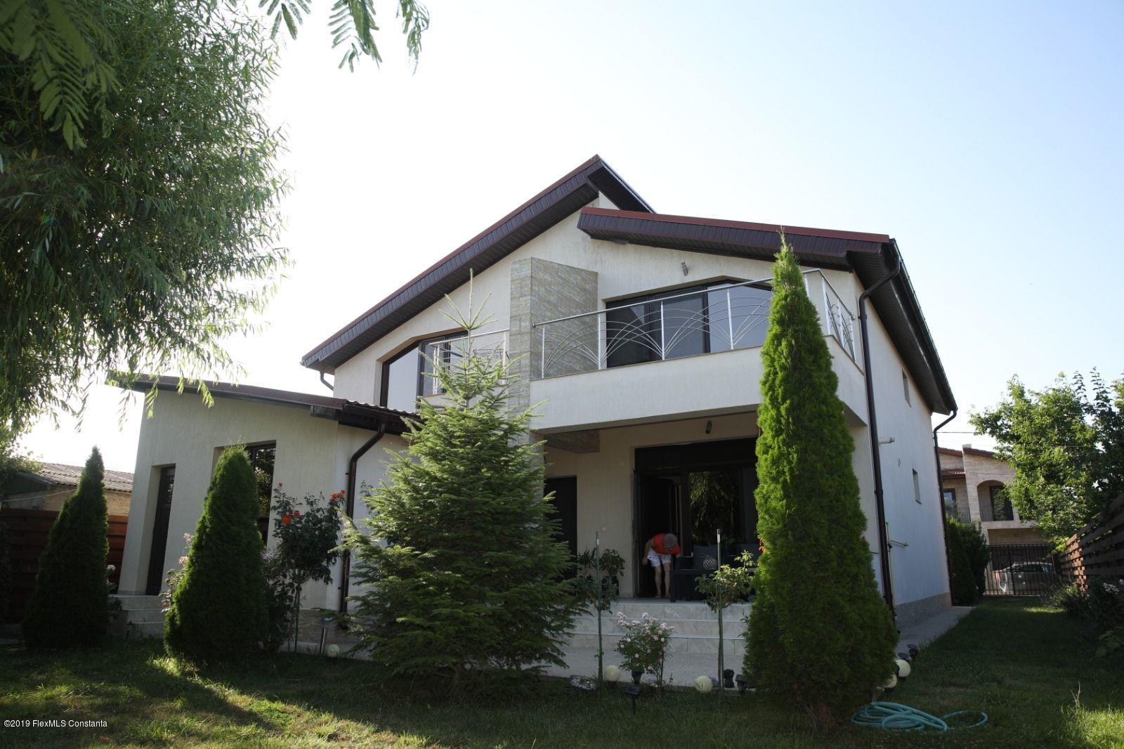 Vanzare Casa 290 m² - Centru, Lumina