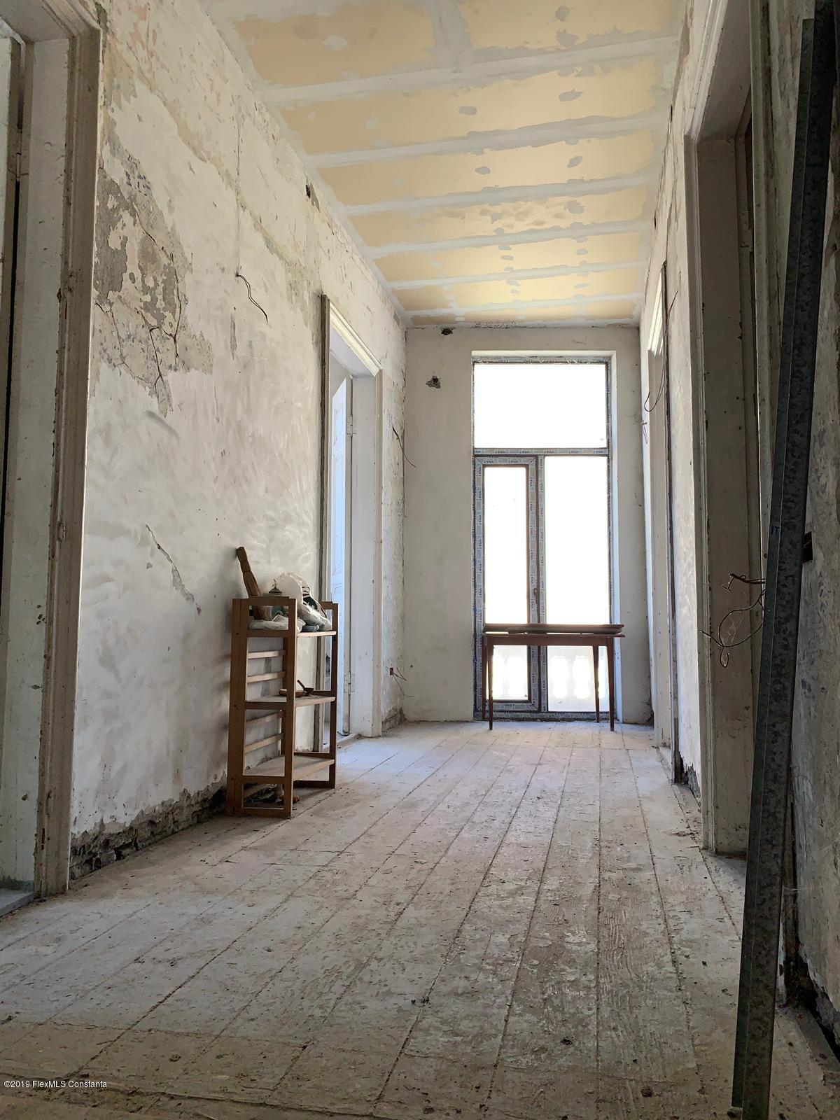 Vanzare Apartament 5 camere - Centru, Constanta