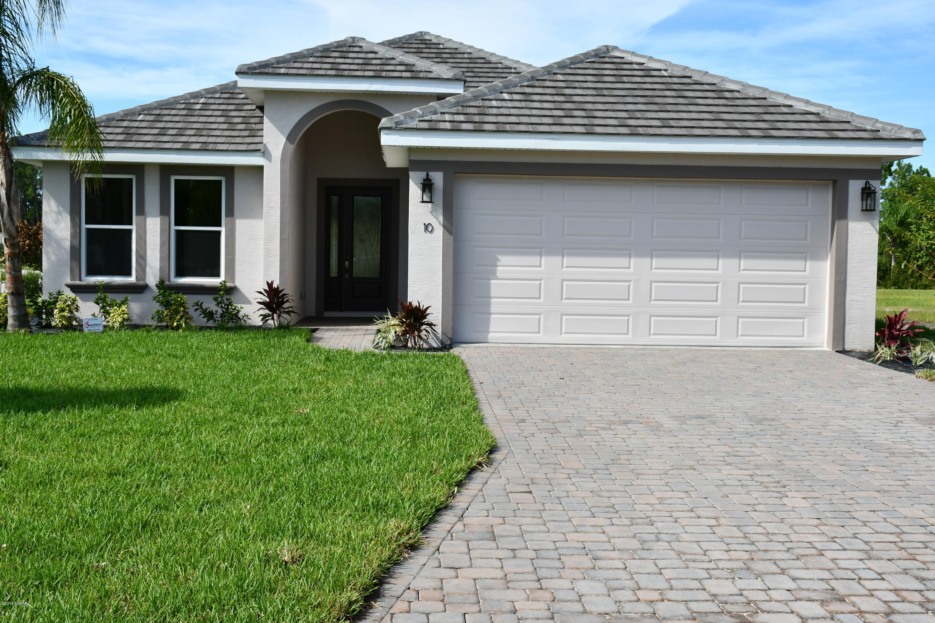 Photo of home for sale at 10, Ormond Beach FL