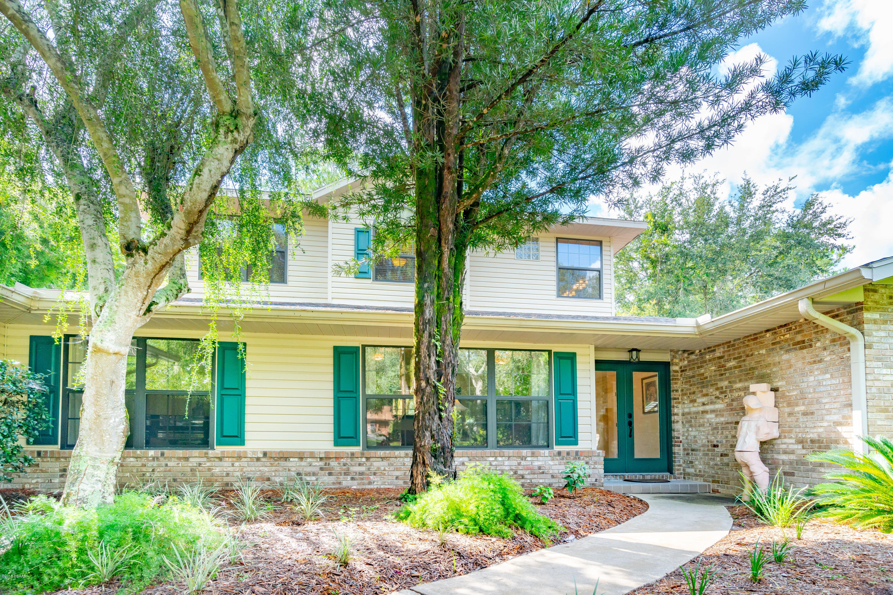 Photo of home for sale at 1320 Trail By TheLake, Deland FL
