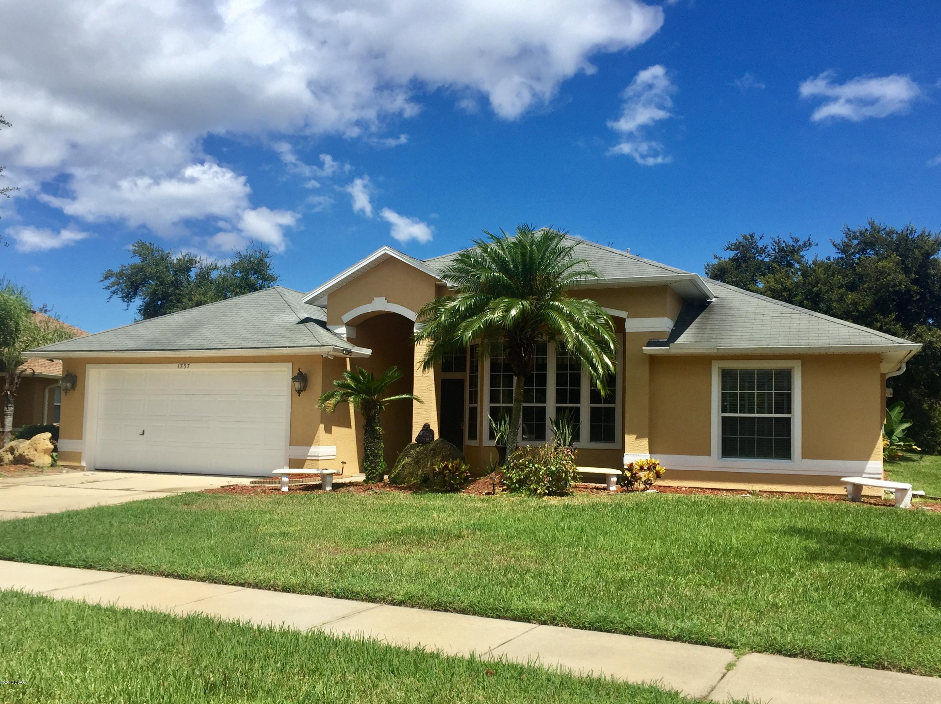 Photo of home for sale at 1737 CreekwaterBoulevard, Port Orange FL