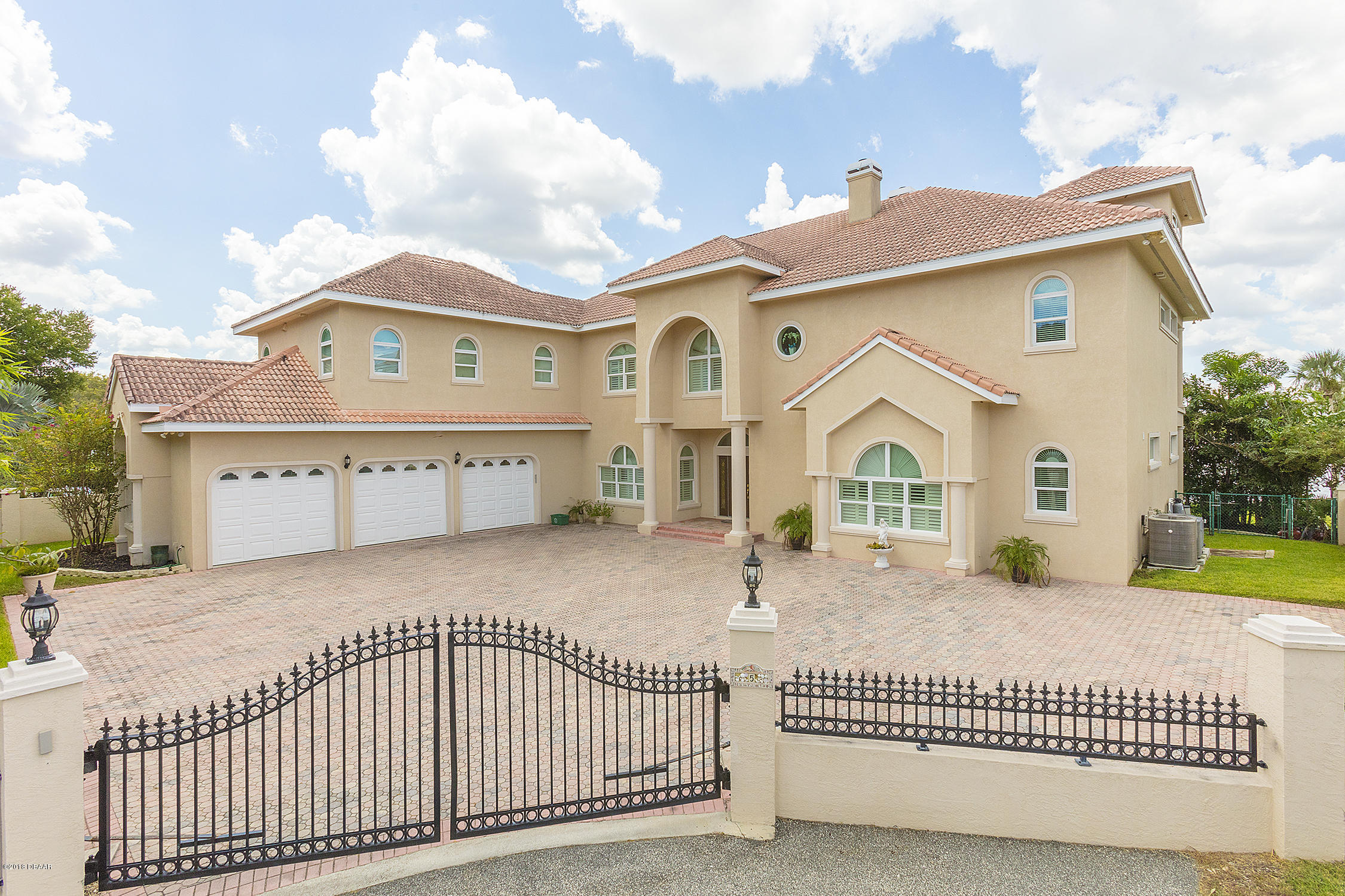 5  Widmer Circle, one of homes for sale in Daytona Beach