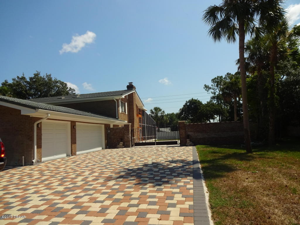 Photo of 433 Pelican Bay Drive, Daytona Beach, FL 32119