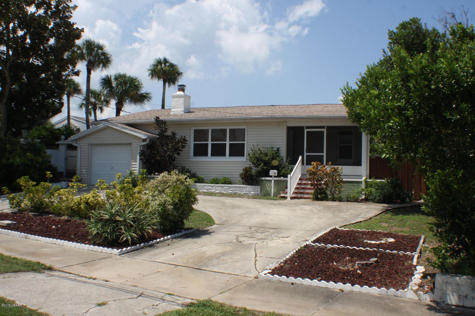 Photo of 323 Wisteria Road, Daytona Beach, FL 32118