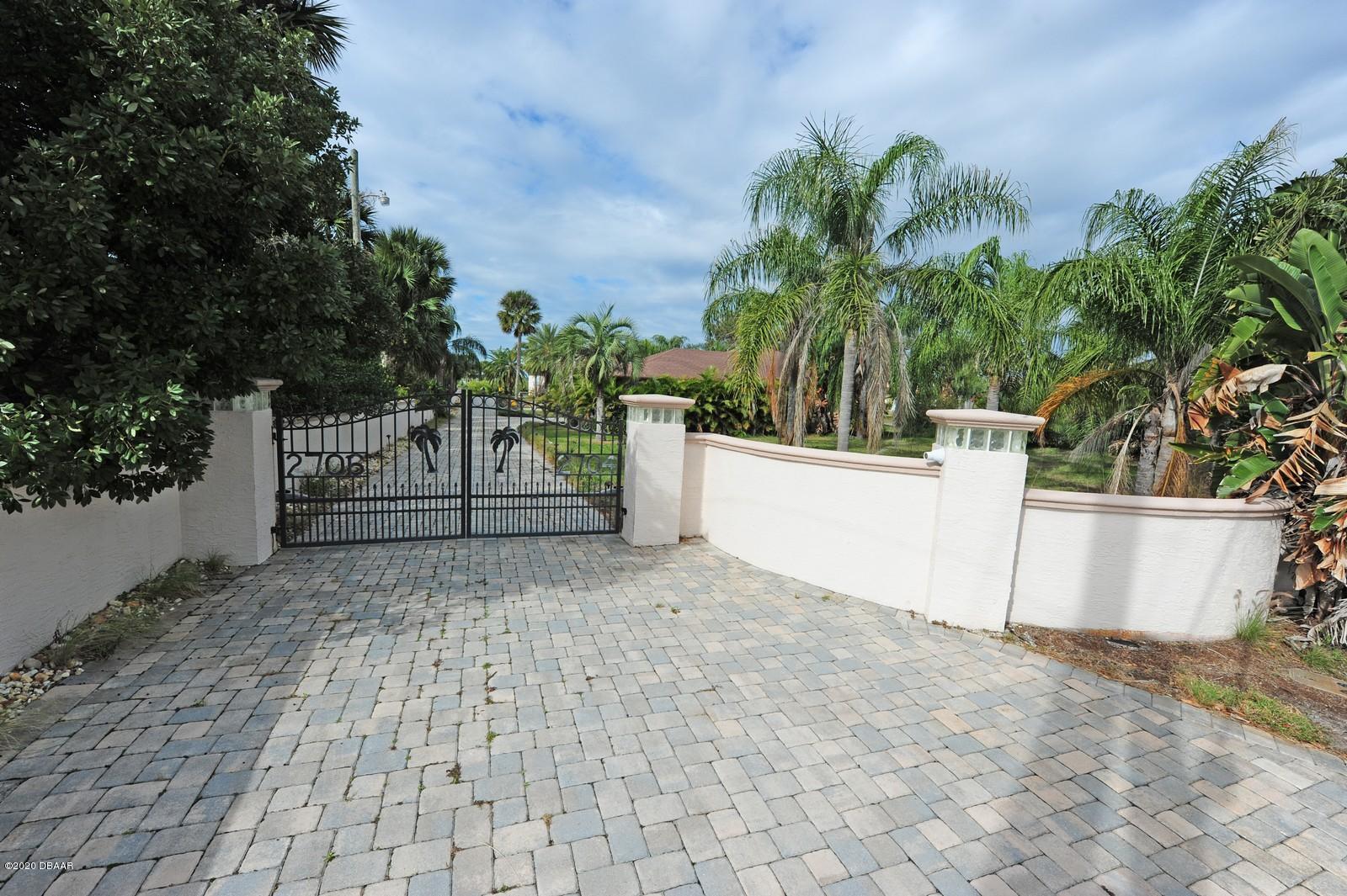 Photo of 2706 S Peninsula Drive, Daytona Beach, FL 32118