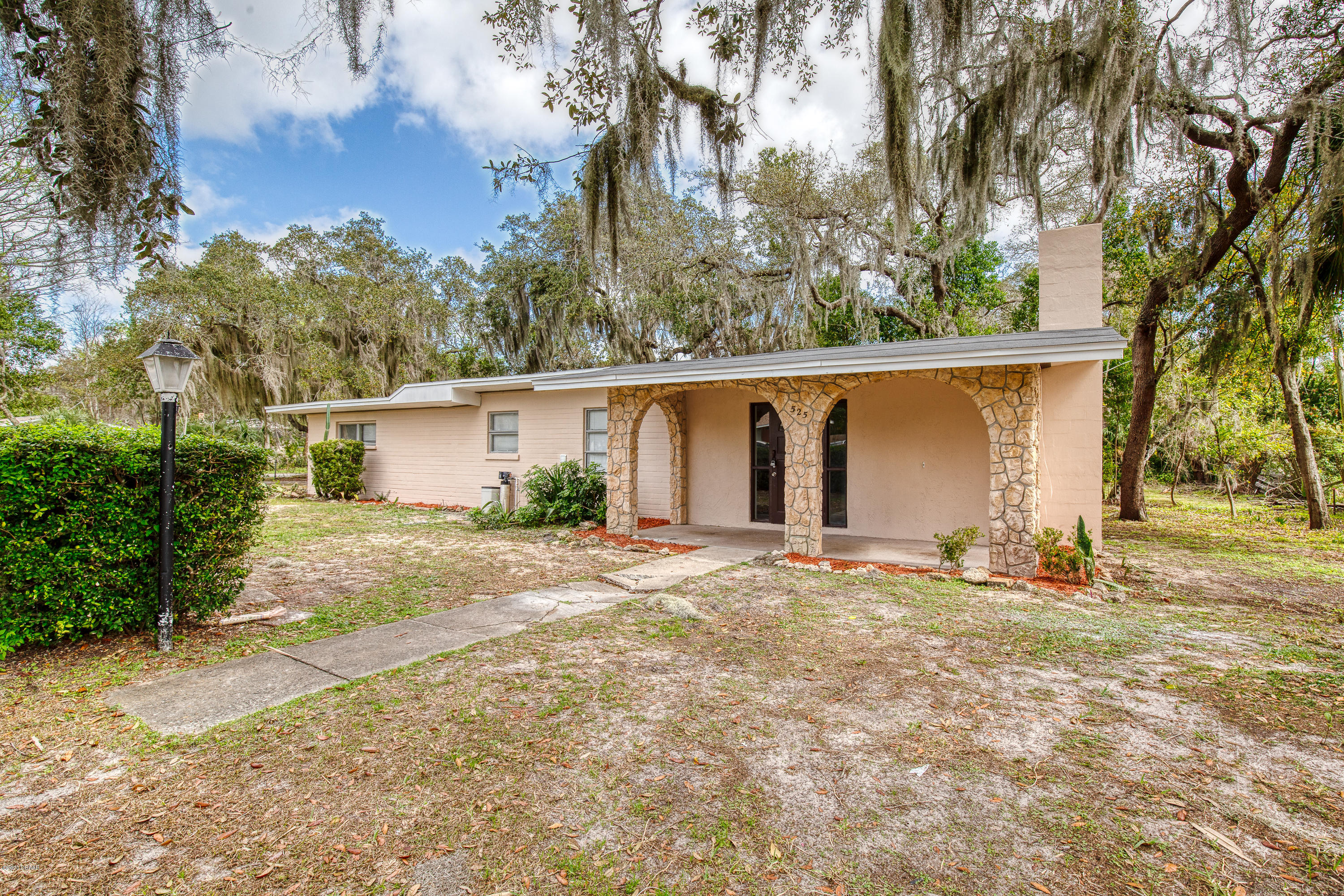Photo of 525 Berkshire Road, Daytona Beach, FL 32114