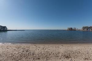 21 SOUTH BEACH DRIVE, ROWAYTON, CT 06853  Photo 4