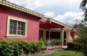 Casa En Venta En Santo Domingo, Alameda, Republica Dominicana, DO RAH: 15-73