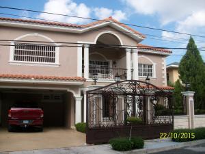 Casa En Venta En Santo Domingo, Altos De Arroyo Hondo, Republica Dominicana, DO RAH: 15-90