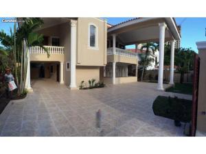 Casa En Venta En Santo Domingo, Los Cacicazgos, Republica Dominicana, DO RAH: 16-19