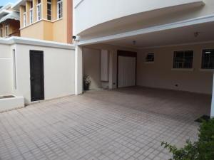 Casa En Venta En Santo Domingo, Los Cacicazgos, Republica Dominicana, DO RAH: 16-57