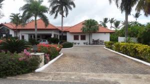 Casa En Venta En La Romana, Casa De Campo, Republica Dominicana, DO RAH: 16-321