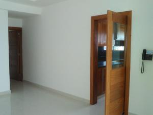 Apartamento En Venta En Santo Domingo, Los Cacicazgos, Republica Dominicana, DO RAH: 16-567