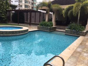 Apartamento En Venta En Santo Domingo, Los Cacicazgos, Republica Dominicana, DO RAH: 17-202