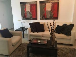 Apartamento En Alquileren Santo Domingo, Naco, Republica Dominicana, DO RAH: 17-261