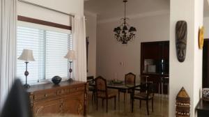 Apartamento En Alquiler En Santo Domingo, Naco, Republica Dominicana, DO RAH: 17-366
