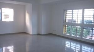 Apartamento En Alquiler En Santo Domingo, Evaristo Morales, Republica Dominicana, DO RAH: 17-392