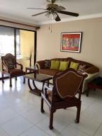 Apartamento En Alquiler En Santo Domingo, Evaristo Morales, Republica Dominicana, DO RAH: 17-468