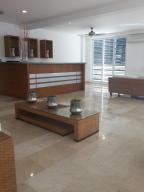 Apartamento En Alquiler En Santo Domingo, Naco, Republica Dominicana, DO RAH: 17-474