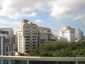 Apartamento En Alquiler En Santo Domingo, Renacimiento, Republica Dominicana, DO RAH: 17-484