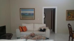 Apartamento En Alquiler En Santo Domingo, Evaristo Morales, Republica Dominicana, DO RAH: 17-501