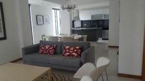 Apartamento En Alquiler En Santo Domingo, Evaristo Morales, Republica Dominicana, DO RAH: 17-555