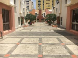Townhouse En Alquiler En Santo Domingo, Los Cacicazgos, Republica Dominicana, DO RAH: 17-641