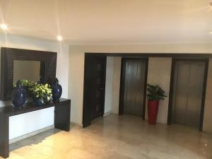 Apartamento En Alquileren Santo Domingo, Naco, Republica Dominicana, DO RAH: 17-650