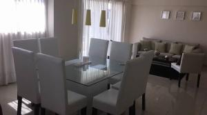 Apartamento En Alquiler En Santo Domingo, Naco, Republica Dominicana, DO RAH: 17-690