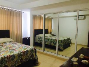 Apartamento En Alquileren Santo Domingo, Gazcue, Republica Dominicana, DO RAH: 17-693
