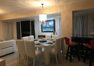 Apartamento En Alquiler En Santo Domingo, Gazcue, Republica Dominicana, DO RAH: 17-629