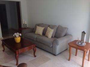 Apartamento En Alquiler En Santo Domingo, Naco, Republica Dominicana, DO RAH: 17-903
