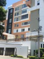 Apartamento En Alquileren Santo Domingo, Los Cacicazgos, Republica Dominicana, DO RAH: 17-642