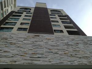 Apartamento En Alquiler En Santo Domingo, Los Cacicazgos, Republica Dominicana, DO RAH: 17-998