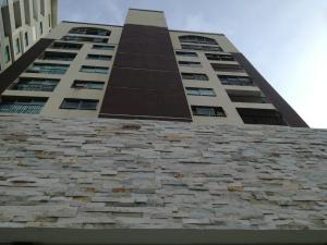 Apartamento En Alquileren Santo Domingo, Los Cacicazgos, Republica Dominicana, DO RAH: 17-998