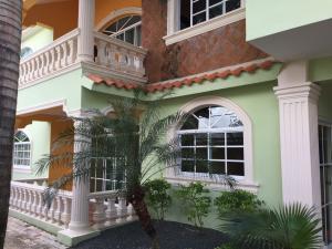 Casa En Ventaen Santo Domingo Este, Las Americas, Republica Dominicana, DO RAH: 17-1013
