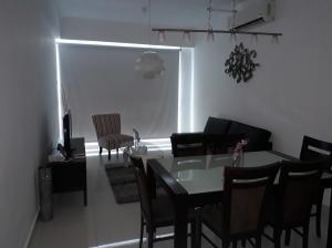 Apartamento En Alquileren Santo Domingo, Serralles, Republica Dominicana, DO RAH: 17-1044