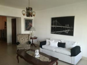 Apartamento En Alquileren Santo Domingo, Los Cacicazgos, Republica Dominicana, DO RAH: 17-1145