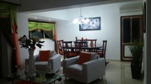 Apartamento En Alquileren Santo Domingo, Los Cacicazgos, Republica Dominicana, DO RAH: 17-1185