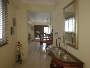 Apartamento En Alquileren Santo Domingo, Esperilla, Republica Dominicana, DO RAH: 17-1205